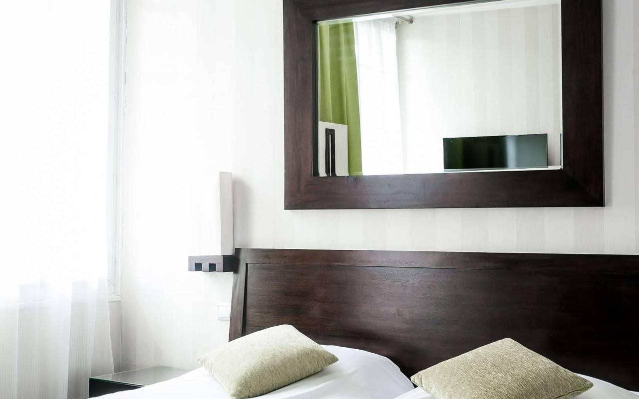 Comfortable room hotel spa Dijon Chapeau Rouge