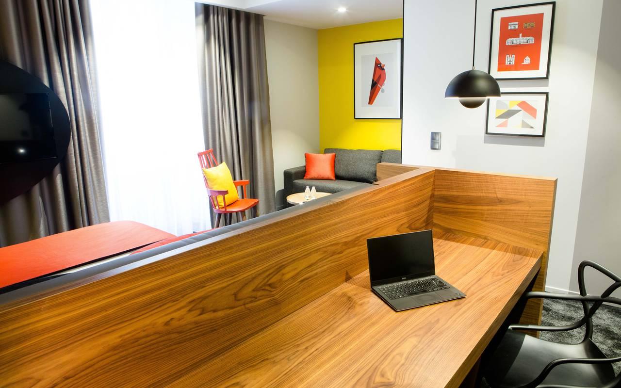 Large desk hotel spa Dijon