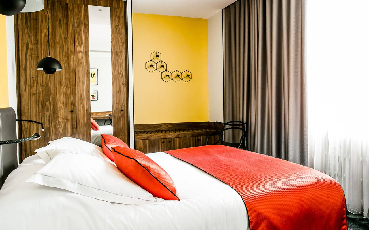 Comfortable room luxury hotel Dijon Chapeau Rouge