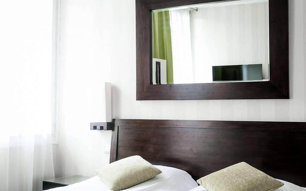 Chambre confortable hôtel spa DIjon Chapeau Rouge