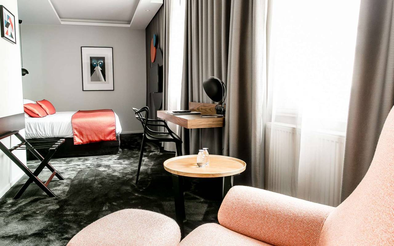 Chambre spacieuse hôtel spa Dijon Chapeau rouge