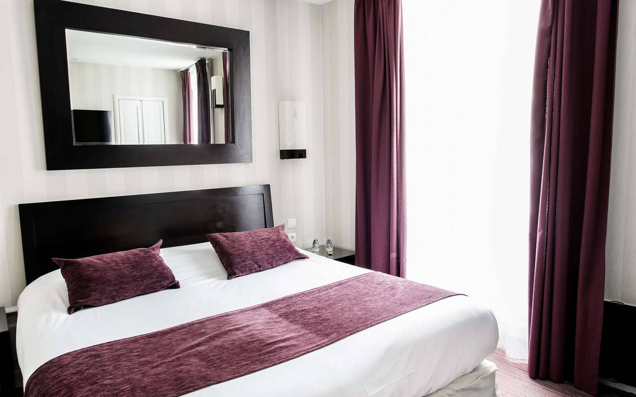 Chambre lumineuse hôtel spa Bourgogne Chapeau Rouge