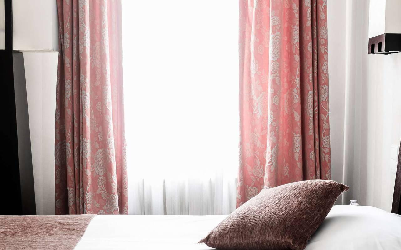 Literie confortable hébergement Dijon Chapeau Rouge