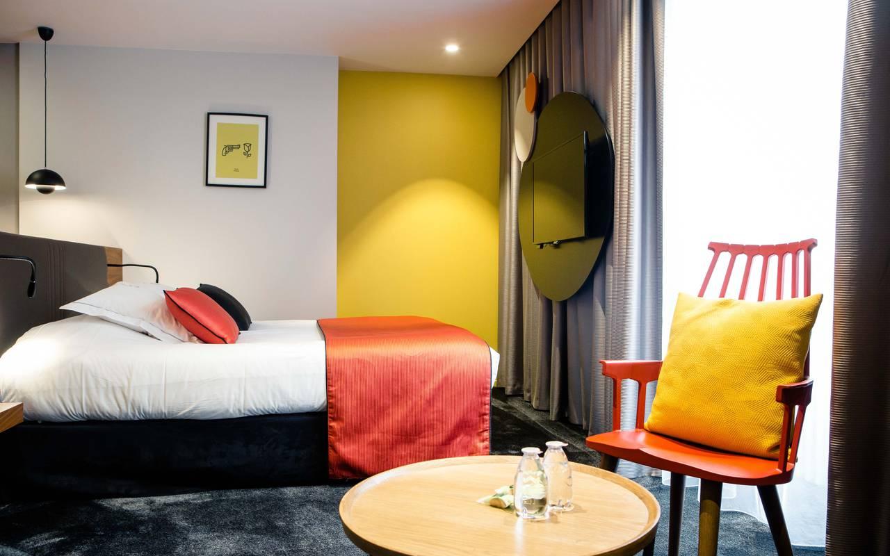 Chambre coloré hôtel Dijon pour famille