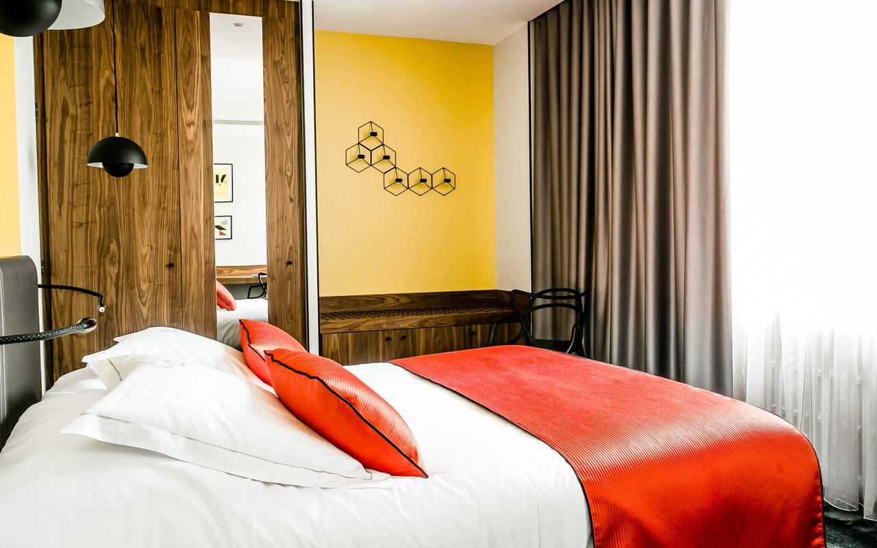 Chambre confortable hôtel luxe Dijon Chapeau Rouge